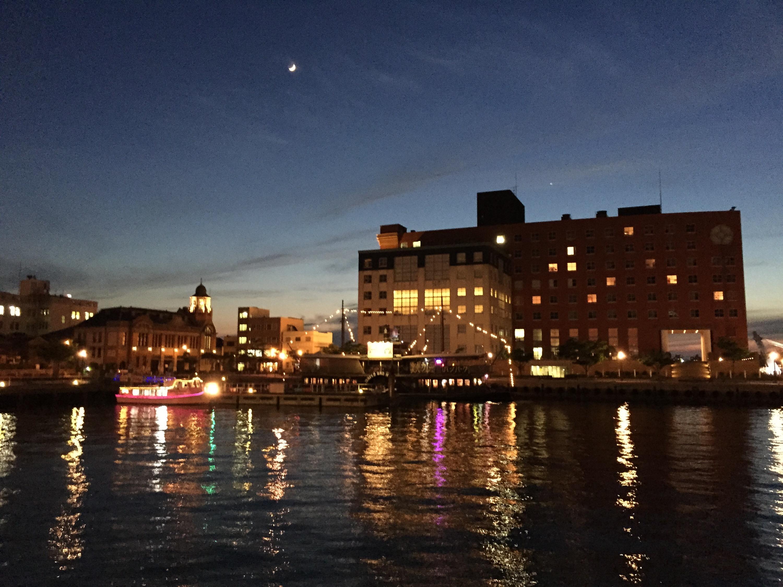 門司港レトロの夕景、夜景に感動し、門司港名物 焼きカレーを食べる