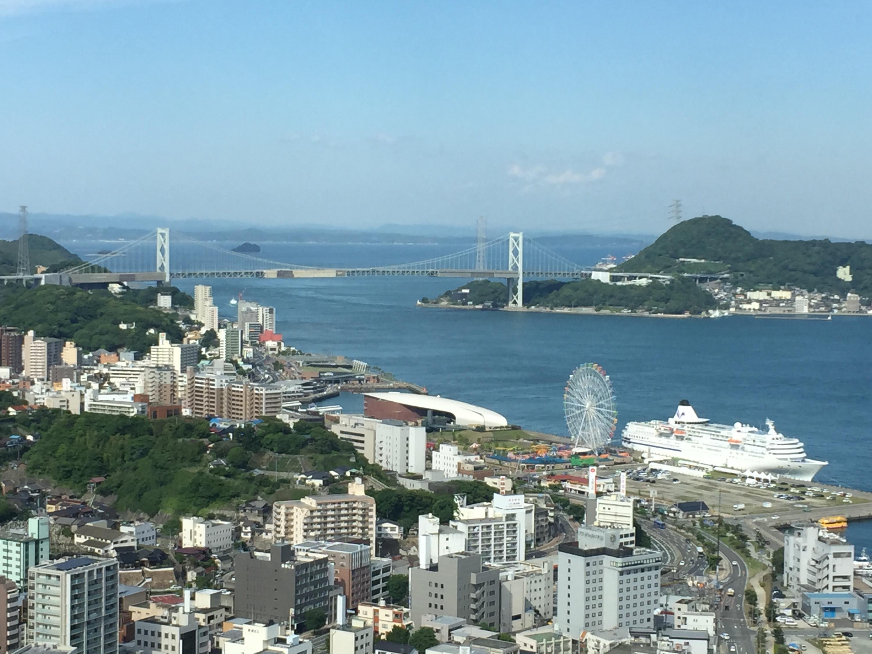 下関で海鮮丼を食べ、海峡ゆめタワー、水族館「海響館」に行く