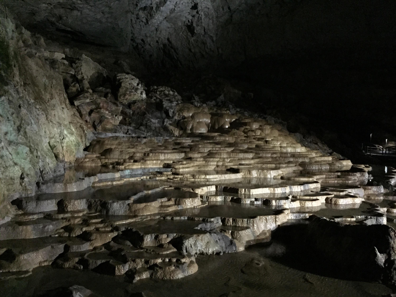 秋芳洞と秋吉台で自然の神秘と素晴らしさを感じる