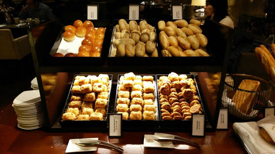 ヒルトン東京の「マーブルラウンジ」で朝食ビュッフェを食べてきました