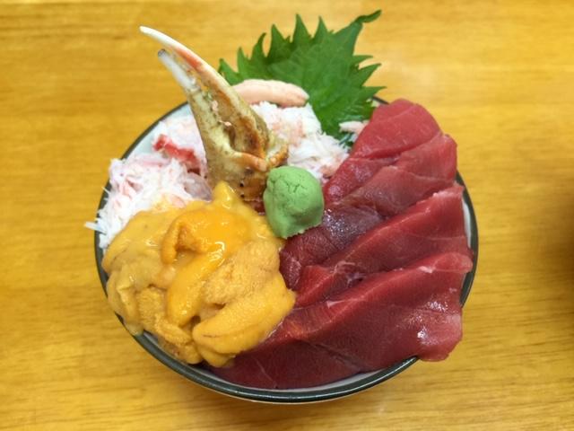 小樽駅 三角市場で海鮮丼 その2「滝波食堂」