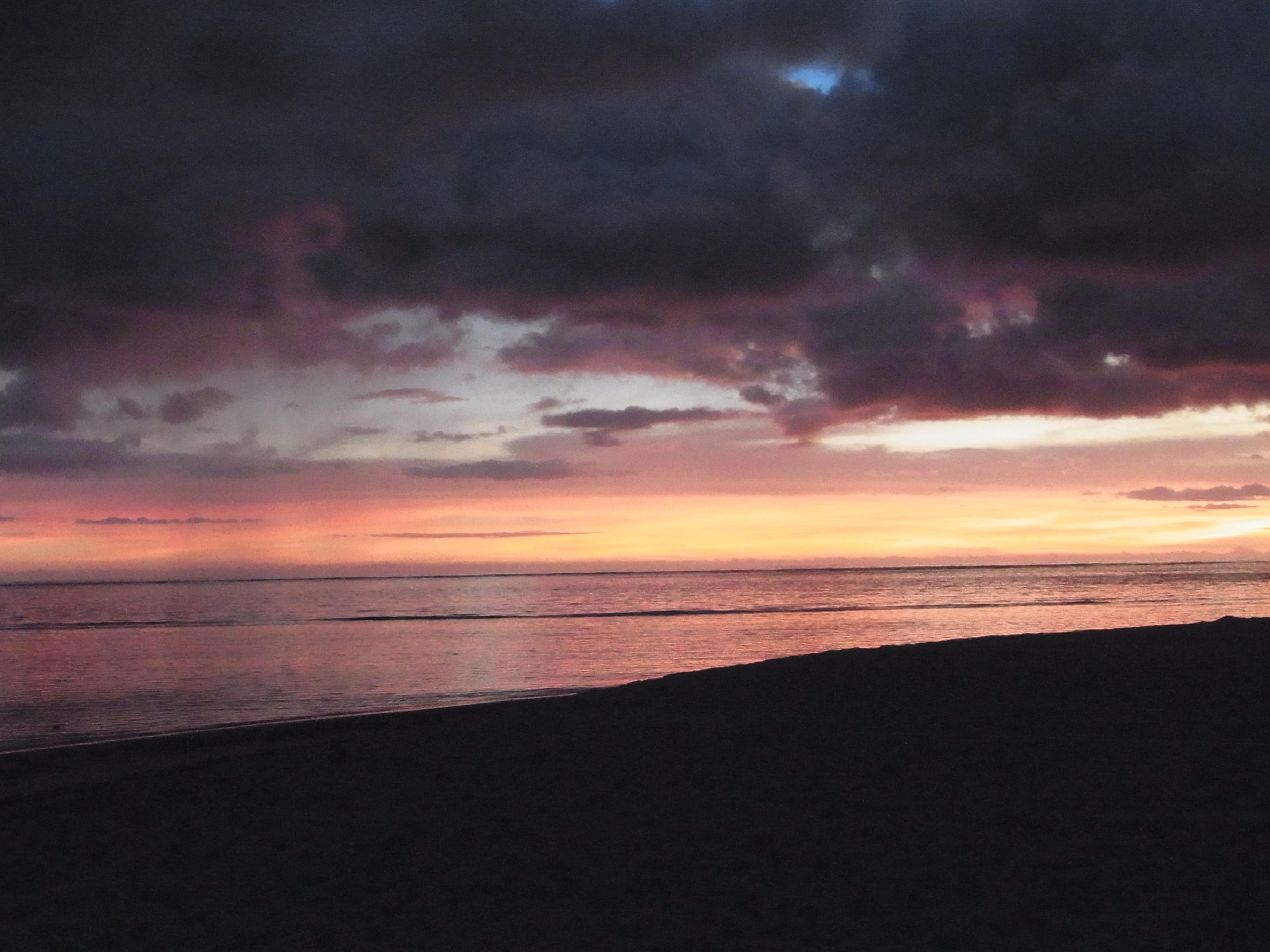 フィジー旅行記 5 マタマノア 初日 夕陽を見ながらのディナー